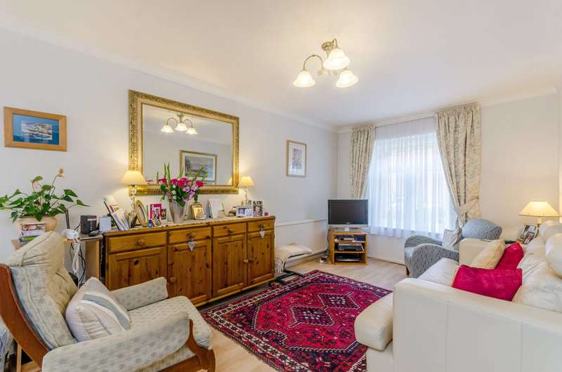 3 Bedrooms Terraced House for sale in St Pauls Close, Ealing Common, W5