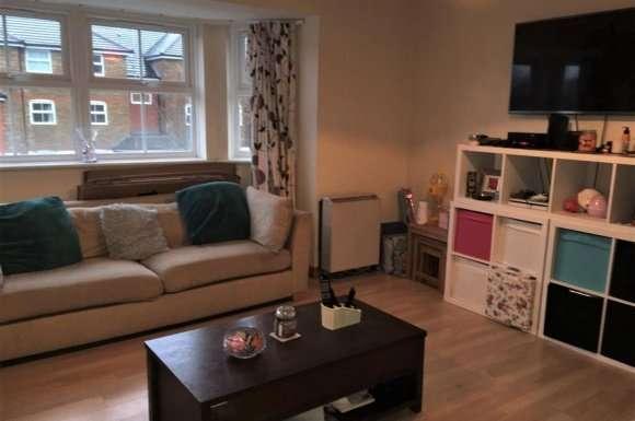 2 Bedrooms Flat for sale in Wingate Court, Aldershot