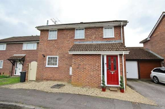 3 Bedrooms Property for sale in Augustus Drive, Basingstoke