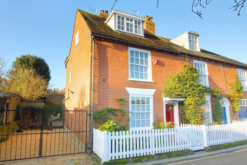 3 Bedrooms Cottage House for sale in Quay Road, Lymington, Hampshire