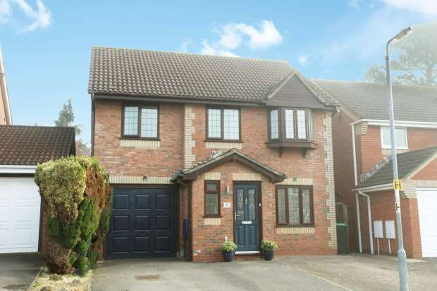 4 Bedrooms Detached House for sale in Wintergreen, Calne, Wiltshire, SN11 0RS