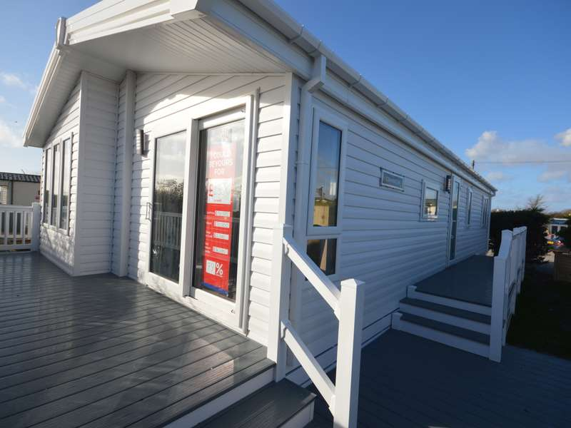 3 Bedrooms Lodge Character Property for sale in Solent Breezes, Nr Fareham