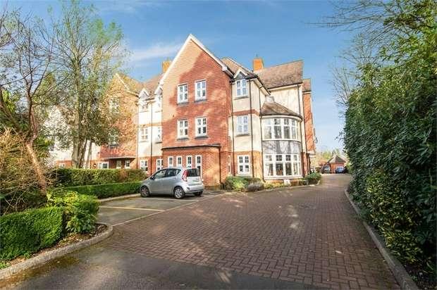 2 Bedrooms Flat for sale in Branksomewood Road, Fleet, Hampshire
