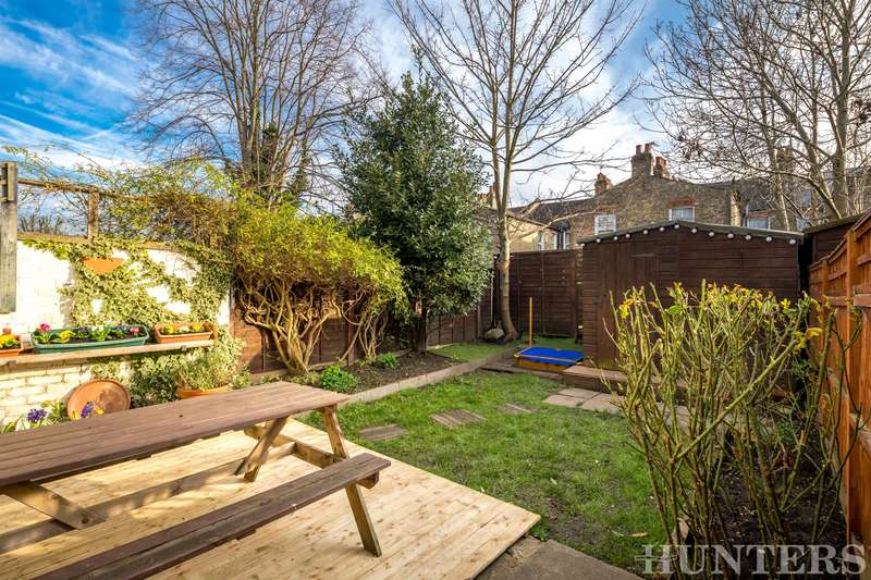 2 Bedrooms Ground Flat for sale in Higham Road, London, N17