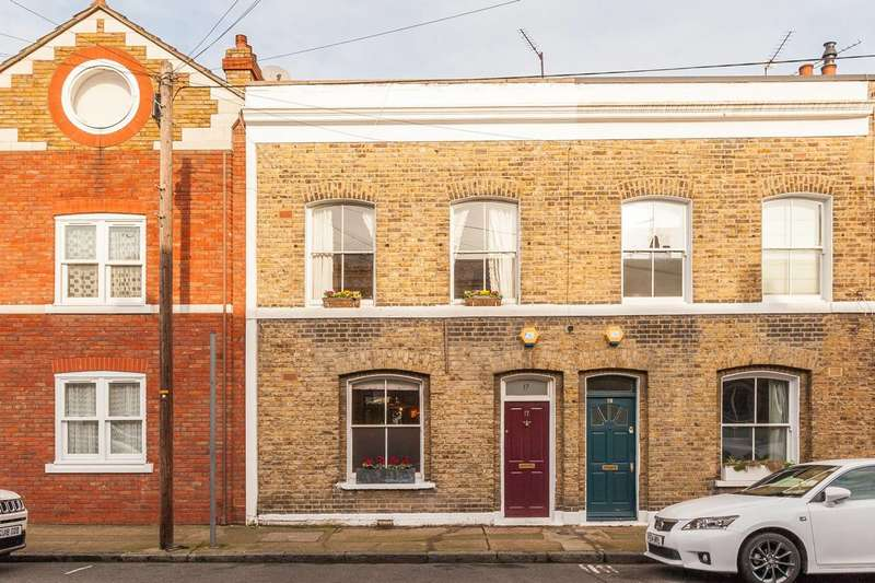2 Bedrooms Terraced House for sale in Baxendale Street, Columbia Road, E2
