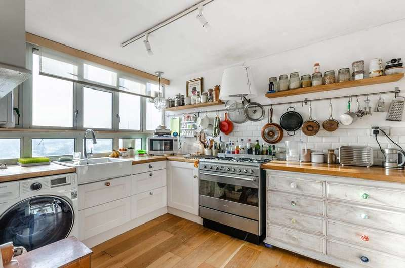 1 Bedroom Flat for sale in Overhill Road, East Dulwich, SE22