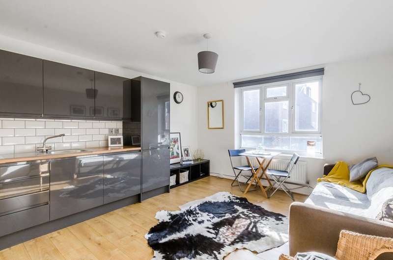 2 Bedrooms Flat for sale in Fawcett Close, Clapham Junction, SW11