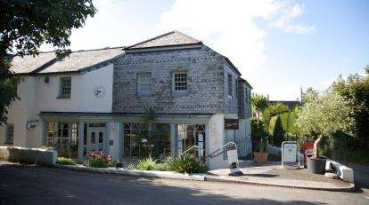 3 Bedrooms Detached House for sale in Helston, Cornwall