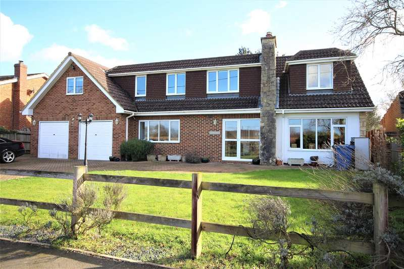 5 Bedrooms Detached House for sale in School Road, Waltham St. Lawrence, Reading