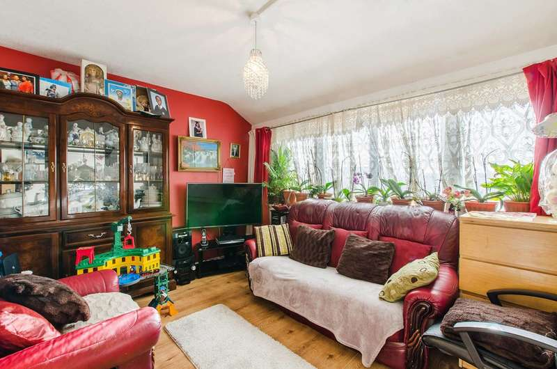 3 Bedrooms Maisonette Flat for sale in Garnies Close, Peckham, SE15