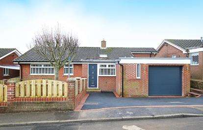 3 Bedrooms Bungalow for sale in Ennerdale Avenue, Halfway, Sheffield, South Yorkshire