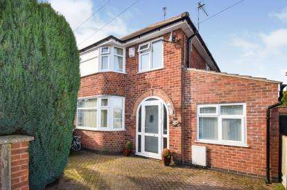 4 Bedrooms Semi Detached House for sale in Parkstone Road, Leicester, Leicestershire