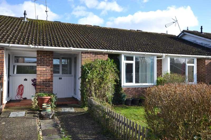 2 Bedrooms Bungalow for sale in Elm Close, Bordon, Hampshire, GU35