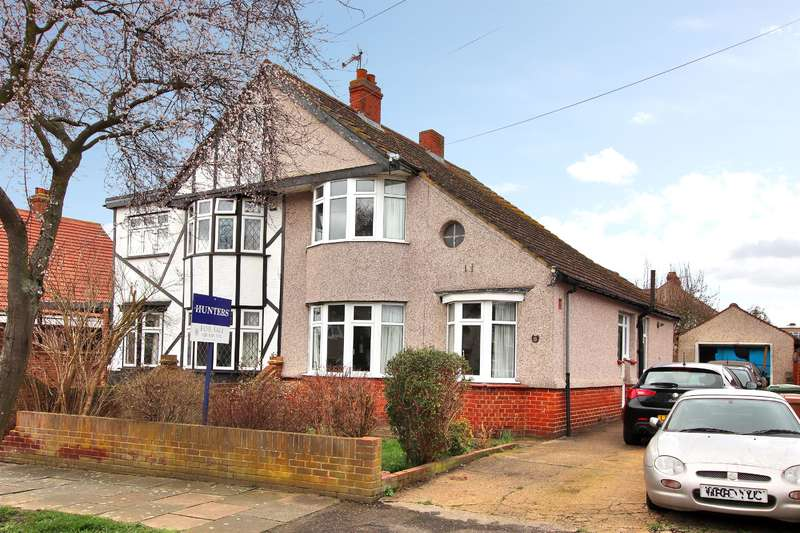 3 Bedrooms Semi Detached House for sale in Montrose Avenue, Sidcup, Kent, DA15 9DT