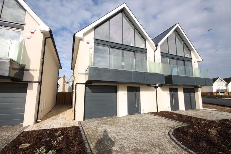 3 Bedrooms Property for sale in 9 Hurst Road Milford On Sea, Lymington