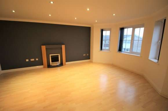 2 Bedrooms Apartment Flat for sale in Derby Court, Bury, BL9