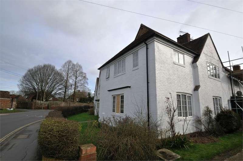 2 Bedrooms Maisonette Flat for sale in Elmsdown Court, Ringwood