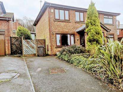 3 Bedrooms Semi Detached House for sale in Helsby Close, Springhead, Oldham, Greater Manchester