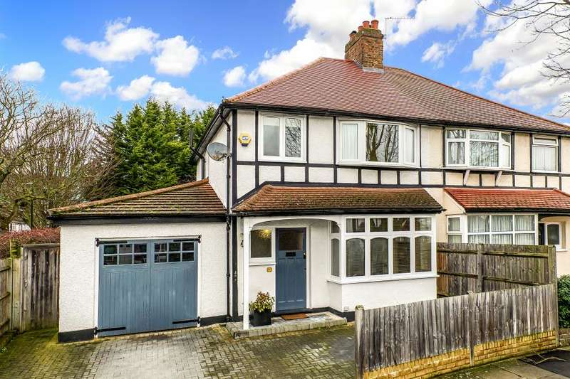 3 Bedrooms Semi Detached House for sale in Chudleigh Road, Twickenham, TW2