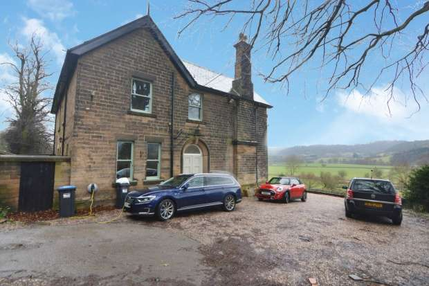 Detached House for sale in Holmefield, Matlock, Derbyshire, DE4 2HY