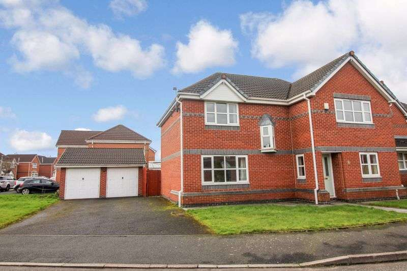 4 Bedrooms Property for sale in Kingston Close, Bury