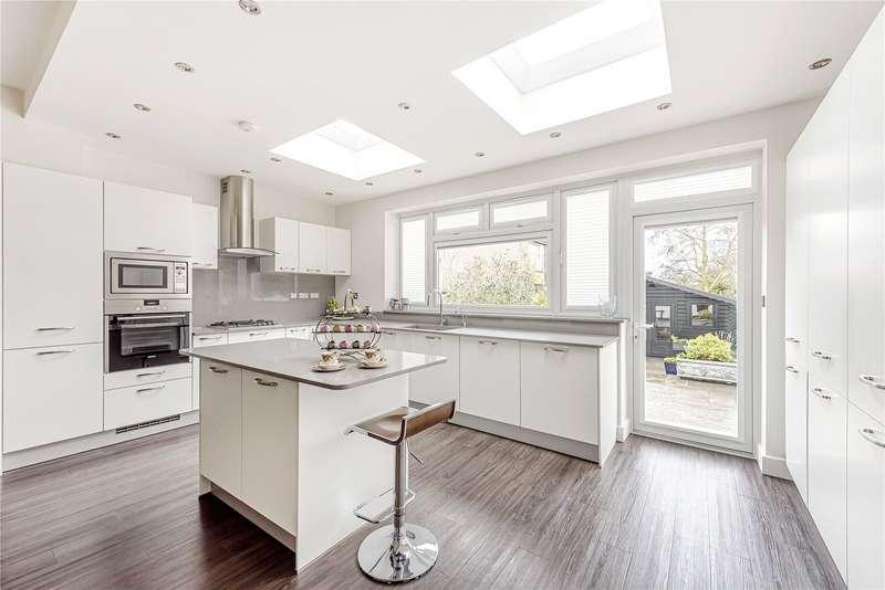 4 Bedrooms Terraced House for sale in Hazelwood Lane, Palmers Green, London, N13
