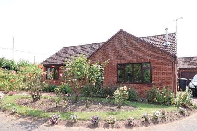 3 Bedrooms Bungalow for sale in Denzlingen Close, North Hykeham, Lincoln, Lincolnshire, LN6 9SS