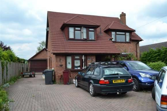 4 Bedrooms Detached House for sale in Fairlawn Road, Tadley
