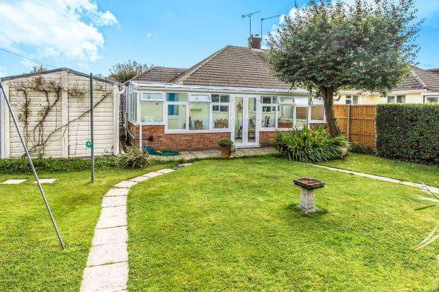 2 Bedrooms Bungalow for sale in Four Marks, Alton, Hants