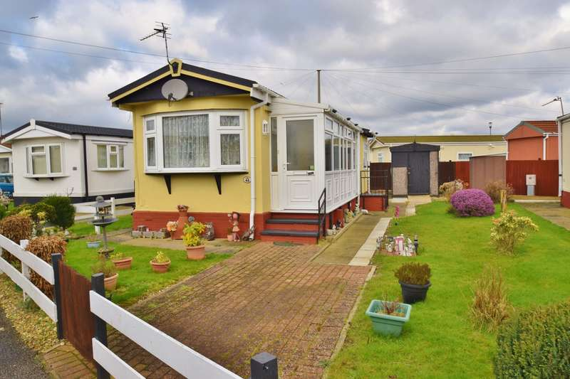2 Bedrooms Park Home Mobile Home for sale in Sunnyside Park, Sea Lane, PE25