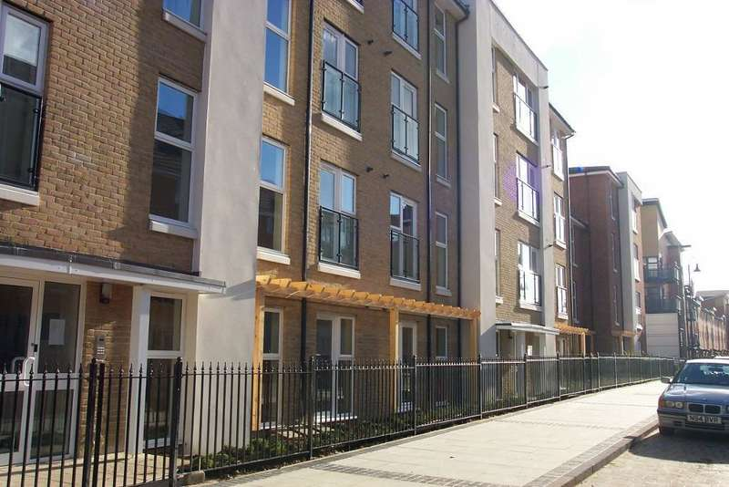 1 Bedroom Flat for sale in Chandlers Way, Peckham, London, SE15 6GB