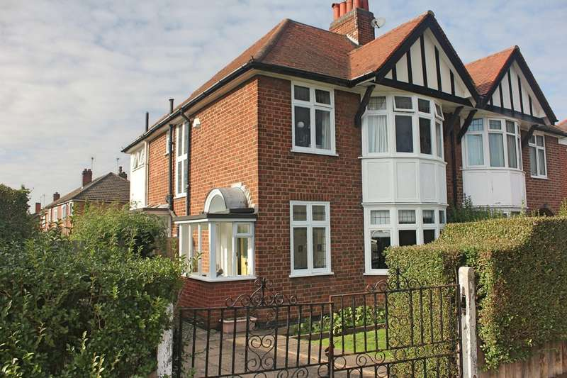 3 Bedrooms Semi Detached House for sale in Carisbrooke Road, South Knighton, Leicester