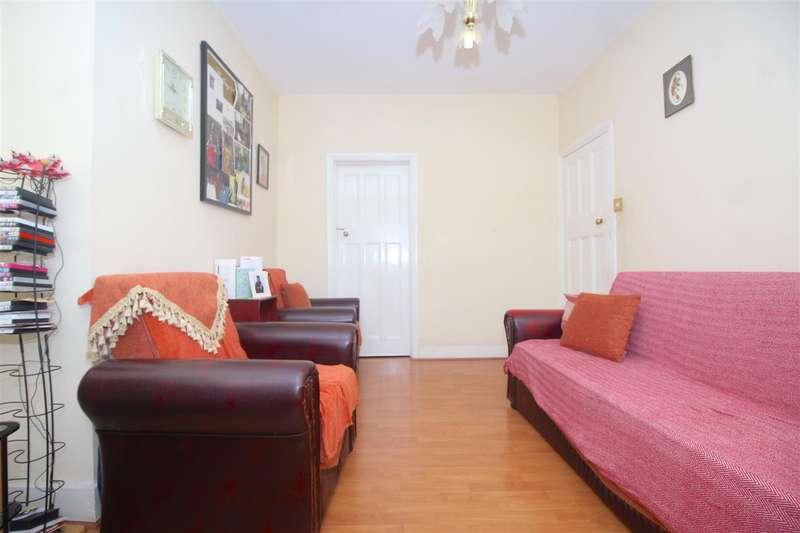 2 Bedrooms Maisonette Flat for sale in Park View Road, London