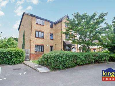 2 Bedrooms Flat for sale in Lamplighters Close, Waltham Abbey