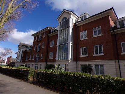 2 Bedrooms Flat for sale in Blackbird Road, Leicester, Leicestershire