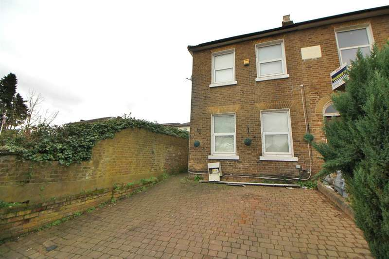 3 Bedrooms Semi Detached House for sale in Turners Hill, Cheshunt, Waltham Cross