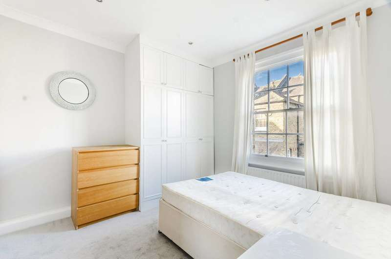 2 Bedrooms Flat for sale in Town Hall Road, Clapham Junction, SW11