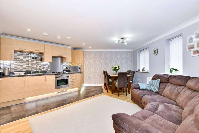 2 Bedrooms Flat for sale in Wharf Way, Kings Langley, Hertfordshire, WD4