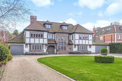 5 Bedrooms Detached House for sale in Park Avenue, Farnborough Park, Kent
