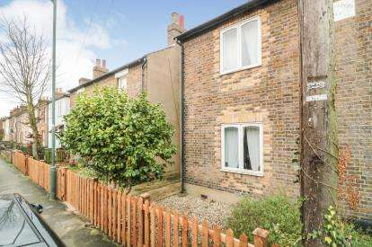 2 Bedrooms Semi Detached House for sale in Eleanor Road, Waltham Cross, Hertfordshire