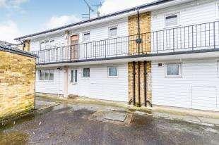 2 Bedrooms Maisonette Flat for sale in Wallis Avenue, Maidstone, Kent