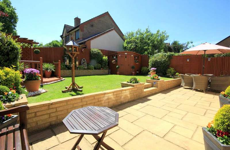 4 Bedrooms Detached House for sale in EXECUTIVE 4 BED DETACHED WITH GARAGE IN HP1