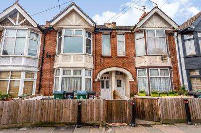 3 Bedrooms Terraced House for sale in Cassio Road, Watford, Hertfordshire, .