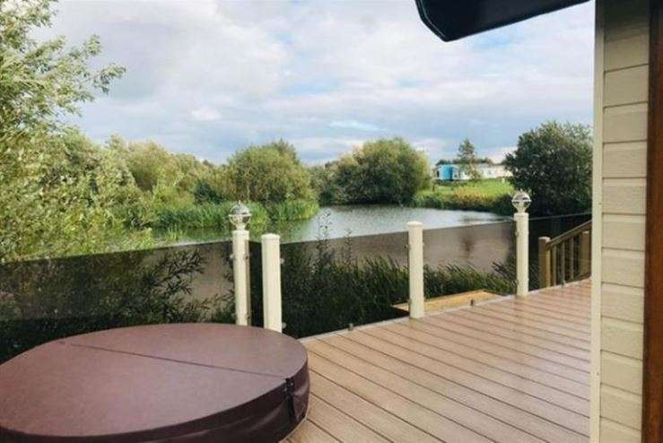 2 Bedrooms Lodge Character Property for sale in Tattershall Lakes Country Park, Lincolnshire