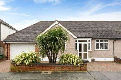 2 Bedrooms Semi Detached Bungalow for sale in Ridgeway Crescent, Orpington, Kent
