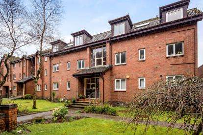 2 Bedrooms Flat for sale in Waters Edge, Shore Road