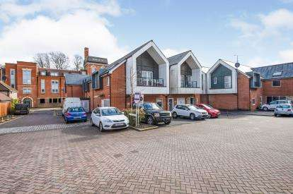 2 Bedrooms Flat for sale in Horndean, Waterlooville, Hampshire