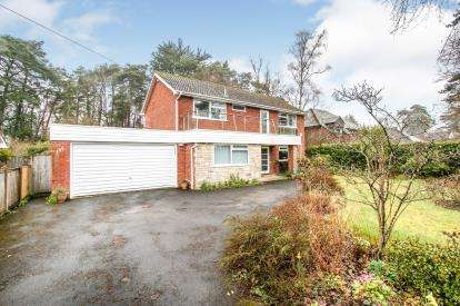 4 Bedrooms Detached House for sale in Ashley Heath, Ringwood, Dorset