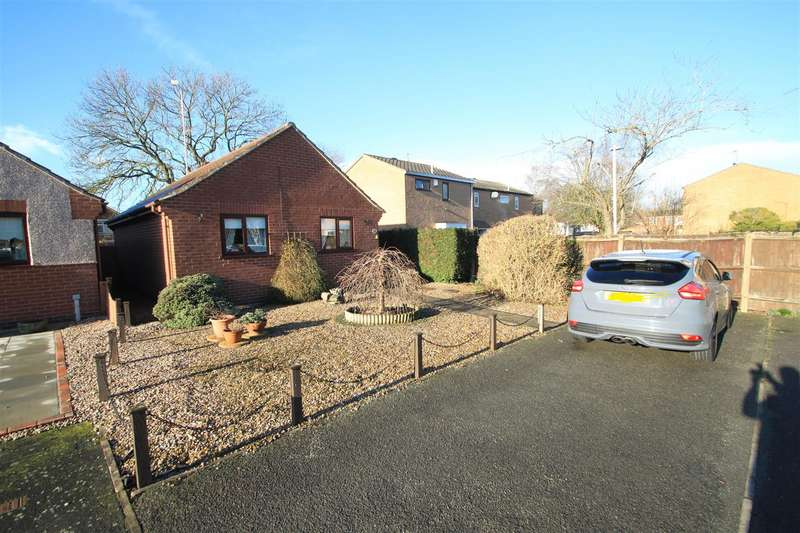 2 Bedrooms Bungalow for sale in Cherwell Close, Hinckley