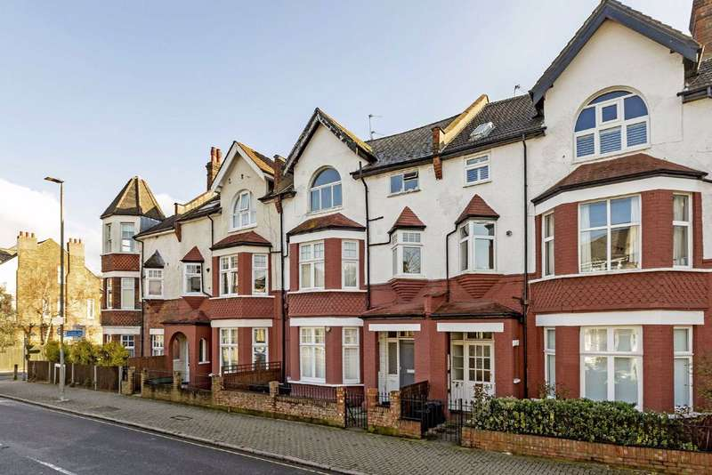 3 Bedrooms Flat for sale in St James's Drive, Wandsworth Common